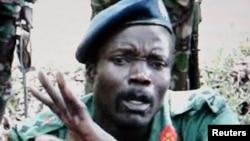 Джозеф Кони, один из самых разыскиваемых военных преступников. За помощь в его его поимке, США обещают денежное вознаграждение