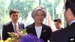 Ngoại trưởng Hàn Quốc Kang Kyung-wha trong chuyến thăm Việt Nam hồi đầu tháng Ba.