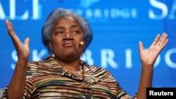 Donna Brazile, exjefa interina del Comité Nacional Demócrata, dice que descubrió pruebas de que la nominación de Hillary Clinton fue manipulada.