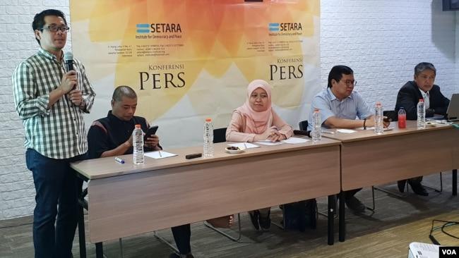 Setara Institute merilis survei tentang tipologi beragama mahasiswa di 10 Perguruan Tinggi Negeri di Jakarta, Minggu (30/6). (Foto: VOA/Fathiyah)