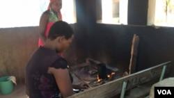 Abesifazana abamelele abakuhlelo lokubeletha eMakhaza Clinic.
