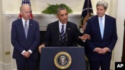 El presidente Barack Obama, acompañado del vicepresidente Joe Biden y el secretario de Estado John Kerry durante el anuncio del rechazo al oleoducto Keystone XL, el viernes, 6 de noviembre de 2015, en la Casa Blanca.