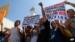 1일 필리핀 마닐라 동부 타귁 시티의 모스크 앞의 시위대. 사바 주 라하드 다투 마을 술루 이슬람왕국 후예들이라고 주장했다.