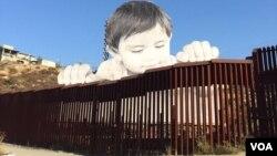 La descomunal imagen obra del artista francés #Jr que alcanza casi 20 metros de alto estará siendo exhibida hasta el 7 de octubre. [Fotos cortesía de Luis Germán Gómez García-Herreros].