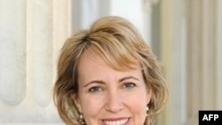 Giới chức y tế hôm qua cho biết dân biểu Gabrielle Giffords vẫn trong tình trạng nguy kịch