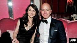 (FILES) In this file photo taken on February 26, 2017 (L-R) CEO of Amazon Jeff Bezos and his wife writer MacKenzie Bezos attend the Amazon Studios Oscar Celebration at Delilah in West Hollywood, California. - The announcement by Amazon founder Jeff Bezos