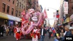 舞獅隊慶祝中華民國101年的國慶