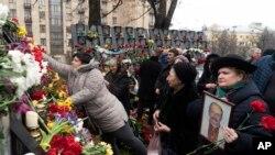Фото: січень 2019-го року покладання квітів до меморіалу присвяченому загиблим на Майдані