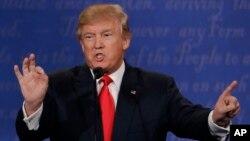 도널드 트럼프 미 공화당 대선후보가 19일 라스베이거스 네바다대학에서 열린 3차 TV 토론에서 발언하고 있다.