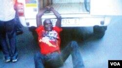 Mico Macie foi agredido, algemado ao carro da polícia e arrastado até à morte
