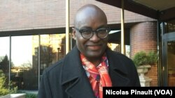 Achille Mbembe au micro de Nicolas Pinault