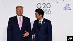 အေမရိကန္သမၼတ Donald Trump ဟာ G-20 ေဆြးေႏြးပြဲအတြက္ေရာက္ရွိၿပီး ဂ်ပန္၀န္ႀကီးခ်ဳပ္မွ ႀကိဳဆိုစဥ္
