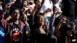 Des étudiants protestent à l'université du Missouri, le 9 novembre 2015. (AP Photo/Jeff Roberson)