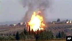 시라아 정부군의 공격에 의해 불타고 있는 홈즈 시의 송유관
