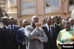 Burkina Faso President Roch Marc Christian Kabore (C) inspects damage caused by the attack on the Splendid Hotel in Ouagadougou, Burkina Faso, Jan. 18, 2016.