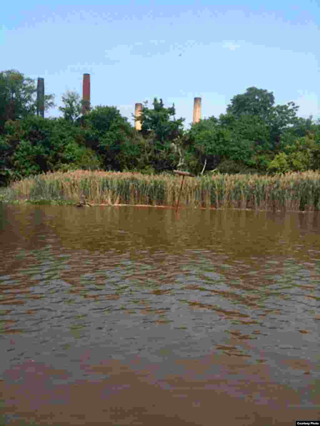 The smokestacks from a closed power plant are a grim reminder of the toxic pollutants that flow into the river. (Groundwork Anacostia)