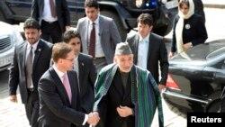 El president Hamid Karzai en su gira por Finlandia.