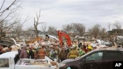 龍捲風在伊利諾伊州造成的破壞