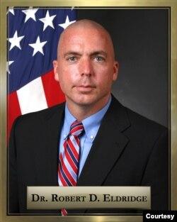 前美国海军陆战队太平洋基地政务外交部副部长罗伯特・埃尔德里奇(Robert Eldridge)