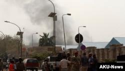 Binh sĩ Iraq đến địa điểm xảy ra vụ nổ bom trong quận Alawi của Baghdad, 14/3/13