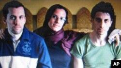 이란에 1년째 억류중인 미국인 3명(사라 쇼어드-사진중앙)