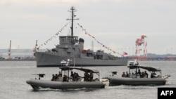 Kapal-kapal Angkatan Laut Filipina berpatroli di Teluk Subic, yang menghadap Laut China Selatan. (Foto: Dok)