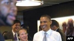 Барак Обама с сотрудниками на обеде в Good Stuff Eatery