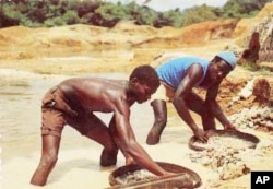 Artisanal diamond mining in Cameroon