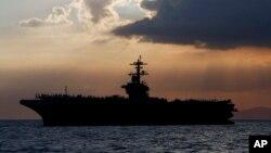 El portaaviones Theodore Roosevelt, de la Marina de Estados Unidos, en donde unos 114 marines han sido diagnosticados con la COVID-19.