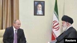 L' Ayatollah Ali Khamenei avec Vladmir Poutine a Tehran, Iran, Nov. 23, 2015.