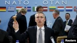 옌스 슈톨텐베르크 나토 사무총이 8일 벨기에 브뤼셀에서 열린 나토 국방장관 회의에 참석해 발언하고 있다.