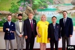지난달 북한을 방문한 루치카 디띠우 유엔 산하 결핵퇴치 국제협력사업단 사무국장(왼쪽 4번째) 일행이 북한 보건성 관계자들과 기념촬영을 했다. 사진 제공: 결핵퇴치 국제협력사업단.