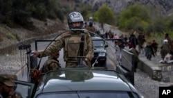 ارتش پاکستان گفته است که بیشتر از ۸۰۰ مرکز طالبان را از بین برده است