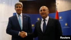 FILE - U.S. Secretary of State John Kerry (L) and Turkey's Foreign Minister Mevlut Cavusoglu pose before a meeting in Ankara, September 12, 2014.