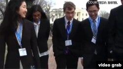 Các sinh viên học sinh dự cuộc tranh tài