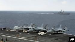 美國印度日本聯合軍事演習中的美國軍艦羅斯福號。(2015年10月17日)