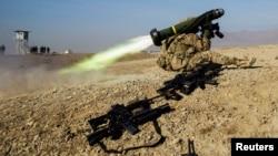 美国驻阿富汗军队演习导弹发射