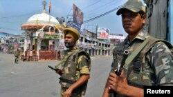 Para tentara menjaga keamanan di wilayah Muzaffarnagar, 127 kilometer sebelah utara New Delhi, Uttar Pradesh, India, pasca pecahnya kekerasan sektarian, 9 September 2013 (Foto: dok).