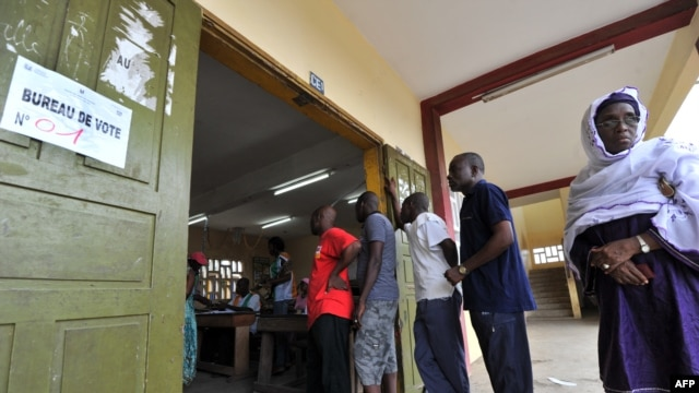 Ivorians line up to cast their votes at a polling station in the Abobo suburb of Abidjan April 21, 2013.