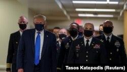 Donald Trump propose un nouveau plan d'aide par décret