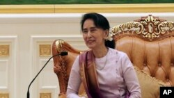 Myanmar's State Counsellor Aung San Suu Kyi smiles during a meeting with Hong Kong Chief Executive Carrie Lam at the Presidential Palace in Naypyitaw, Myanmar, Sept. 15, 2017. Facing growing condemnation globally, Aung San Suu Kyi will not attend U.N. General Assembly meetings Sept. 19-25,