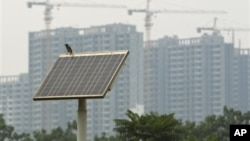 Panel surya produksi Tiongkok akan dikenai bea impor baru oleh Amerika sebesar 31 persen, sebagai upaya proteksi industri dalam negeri (Foto: dok).