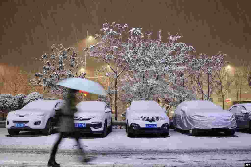 دارالحکومت بیجنگ کے ساتھ ساتھ چین کے دیگر خطوں میں بھی برف باری شروع ہو چکی ہے۔