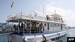 Một trong những chiếc thuộc đoàn tàu chở hàng cứu trợ đến Dải Gaza