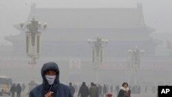 星期二在北京天安門廣場上拍攝的空氣污染情況