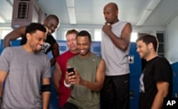 (L-R): Dominic (Michael Ealy), Cedric (Kevin Hart), Bennett (Gary Owen), Michael (Terrence J), Zeke (Romany Malco), Jeremy (Jerry Ferrara) in Screen Gems' THINK LIKE A MAN.