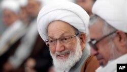 """از شیخ عیسی قاسم، رهبر شیعیان بحرین به عنوان """"رهبر معنوی انقلاب بحرین"""" نامبرده می شود."""