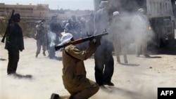 Прихильники Муаммара Каддафі чинять спротив силам Національної Перехідної Ради