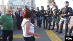 俄安全部队装备激光武器镇压民众抗议