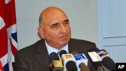 حمایت سفیر بریتانیه از حکم حامد کرزی مبنی بر تصریح صلاحیت کمیسیون مستقل انتخابات